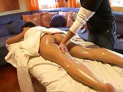 Massage session is starting pu with some oil