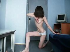 Teen gf doing some dancing around in her room