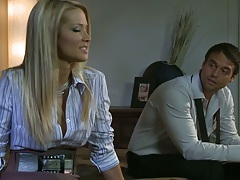 Lexi Swallows havin a chat and spreading her legs